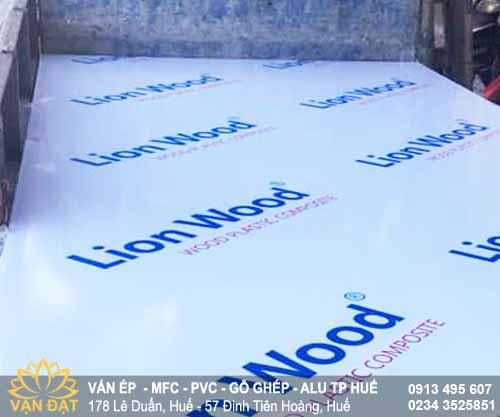 van-nhua-composite-lion-wood